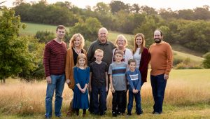 BlueIvyPhoto-extended-family-sessions-fall-outdoors